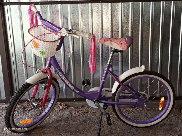 Śliczny rower dla dziewczynki
