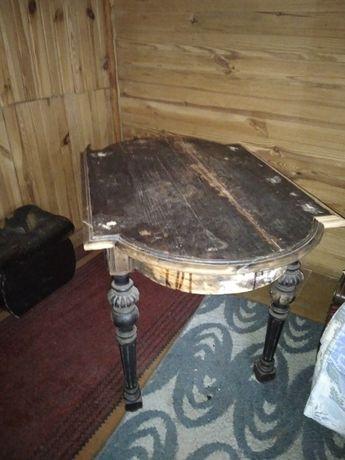 Stary stół do renowacji