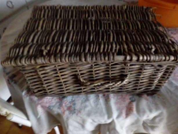 Mala feita d palha artesanal antiga