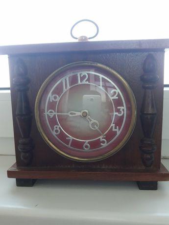 Часы Маяк настольные механические СССР в деревянном корпусе