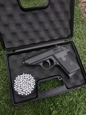 Пістолет Макарова страйкбольний (пневматика) + кулі в подарунок