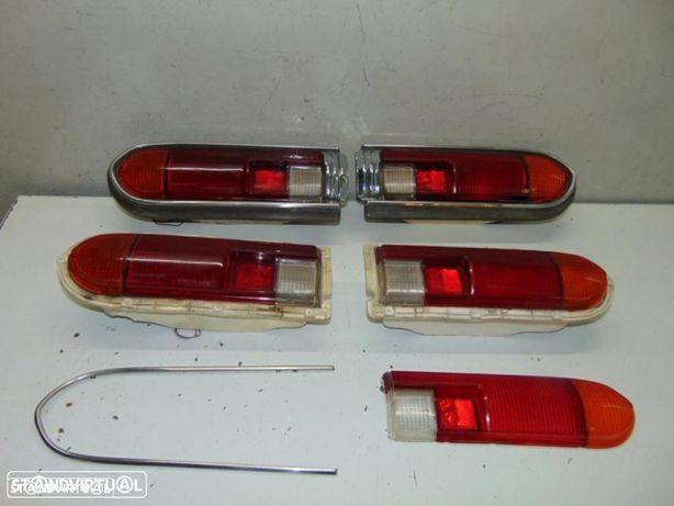 Datsun 120Y farolins de trás