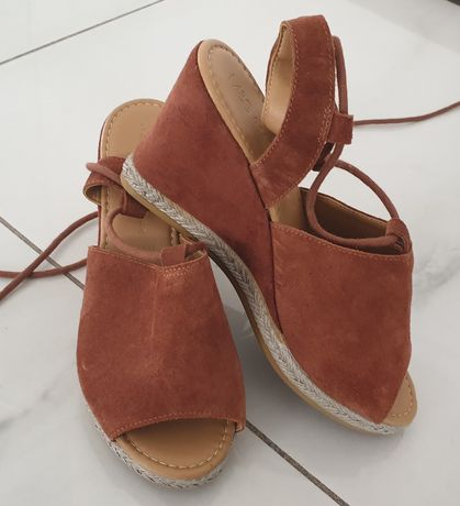 Marks&Spencer lekkie sandały skora koturn sznurowane 36