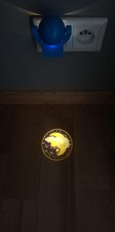 Dwie lampki nocne, wyświetlająca obrazek i biała