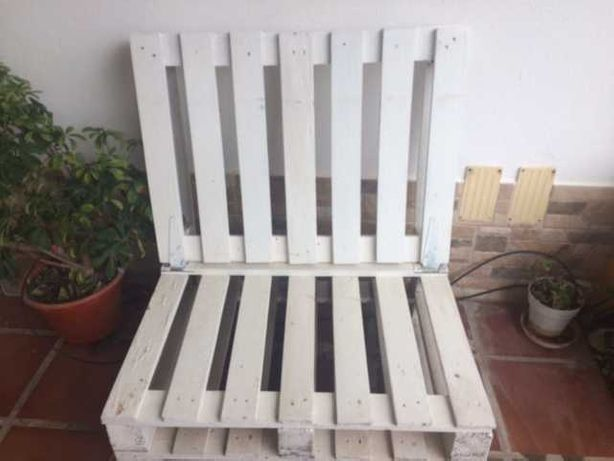 2 Sofás de paletes brancos com rodas e costas rebatíveis