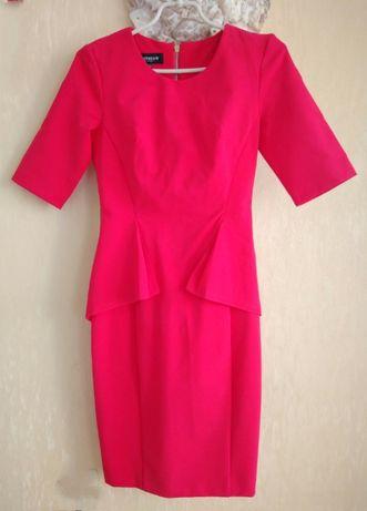 Яркое Стрейч стильное платье Sportstaff