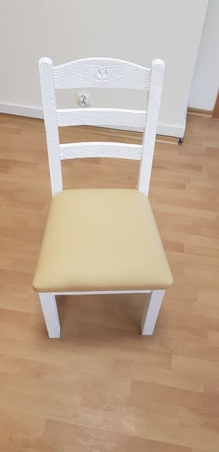 Komplet nowych drewnianych krzeseł zestaw 4 krzeseł białe