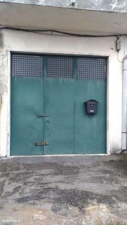 Aluga-se armazém garagem
