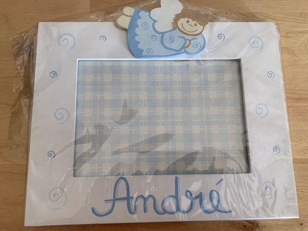 Moldura para foto de bebé pintado à mão