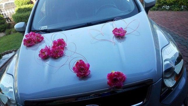 Piwonie dekoracja na samochód auto ślubne