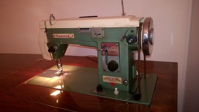 Maszyna do szycia z szafką łucznik 431 + dodatki krawieckie