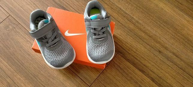Nike Revolution4 r.23,5