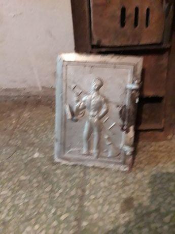 Zabytkowe ozdobne drzwiczki z motywem kominiarza do komina pieca kaflo