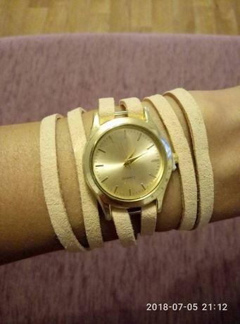 Продам часы женские кварцевые