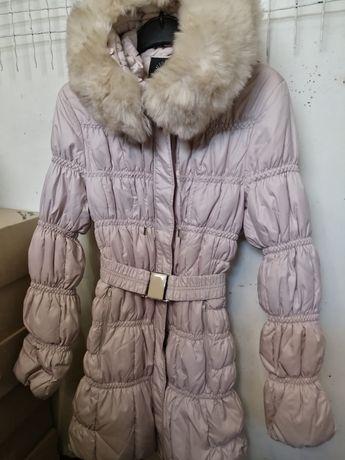 Продам зимнее пальто на худенькую девочку