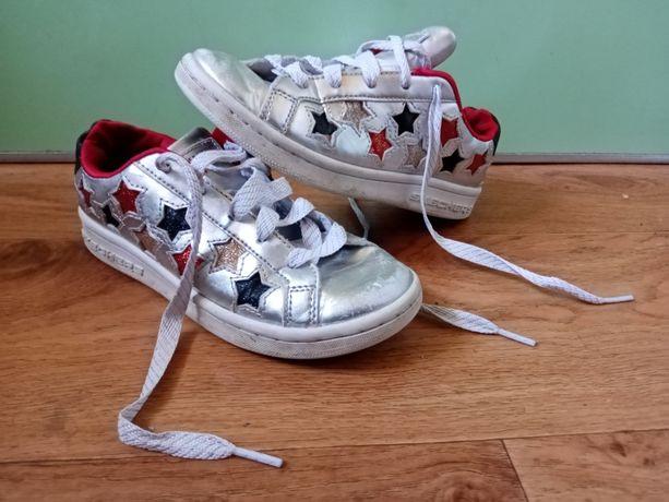 Продам обувь для девочки: кроссовки