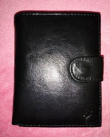Czarny męski, skórzany portfel.