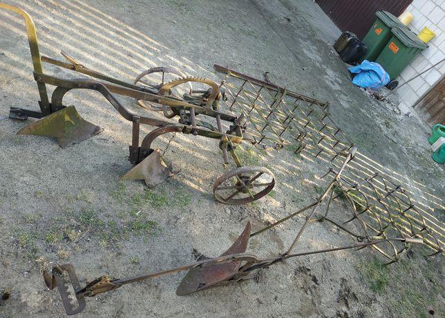 Zabytek - pług konny i brony - antyki