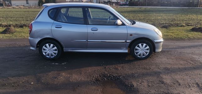 Daihatsu Sirion 1,3 benzyna na łańcuchu długie opłaty
