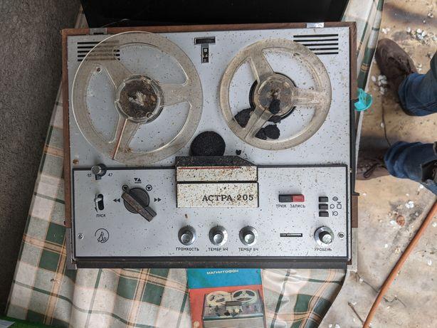 Продам магнитофон бабина АСТРА 205