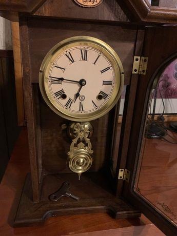 """Relógio de parede vintage da fábrica Reguladora (""""Tempus fugit""""]"""