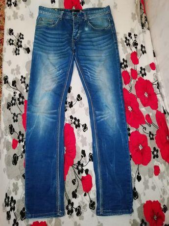 Чоловічий одяг джинси