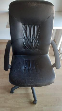 Cadeira de secretária ajustável e giratória