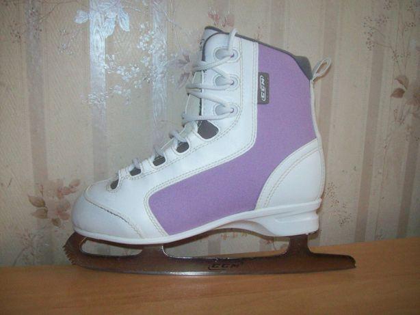 Profesjonalne łyżwy figurowe CCM roz.eu-38