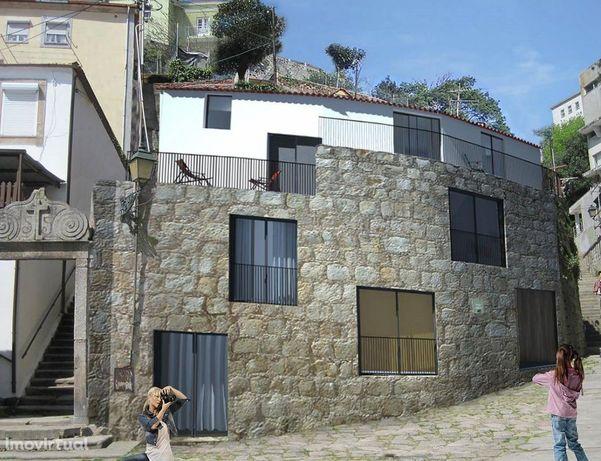 Prédio na Alfandega do Porto com projecto aprovado.
