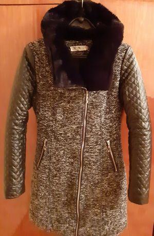 Женское демисезонные пальто.