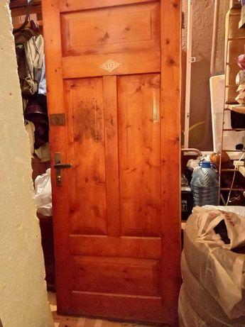 Двері, полотно 80Х200, лаковані з замками.