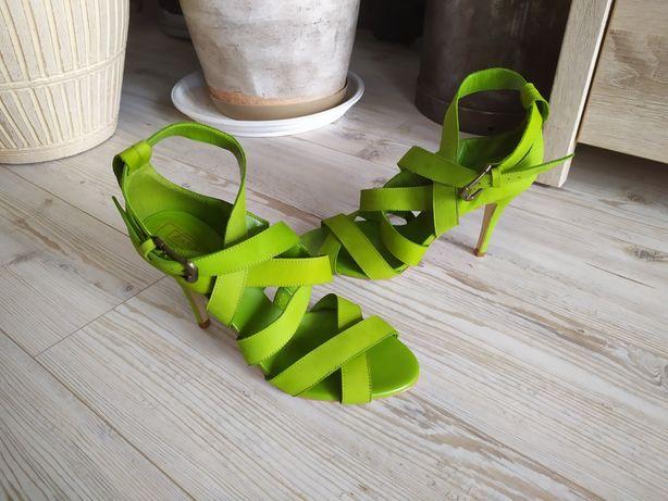 Zara Collection oliwkowe skórzane szpilki r.40