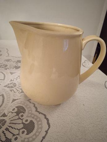 Dzbanek , mlecznik do herbaty PRL