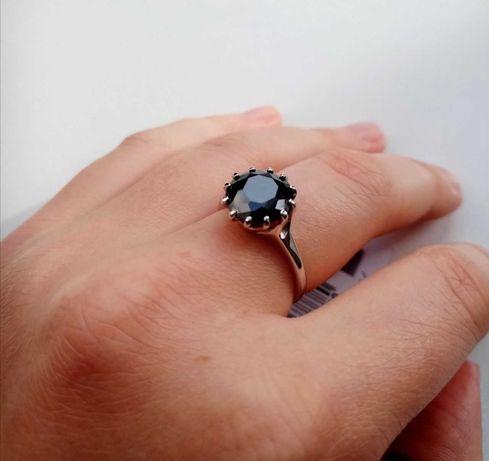 Серебряное кольцо 925 пробы с чёрным фианитом
