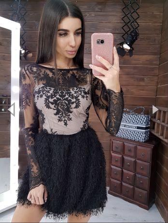 Черное платье мини с кружевом