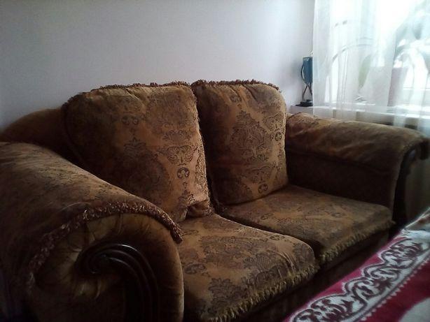 Продам комплект - маленький диван и кресло.