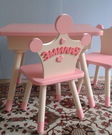 Детский столик и два стульчика разборные ,дерево.