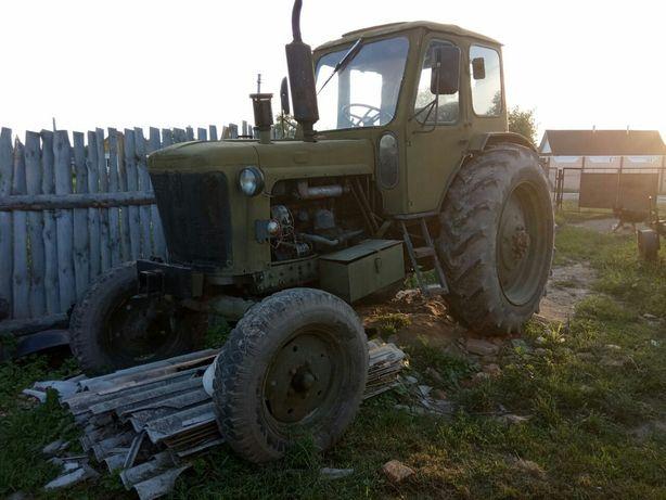 Продам трактор з причепом та плугом