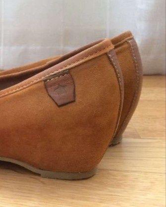 Sapatos marca Cubanas, de pele, cor Camel, cunha 4 cm