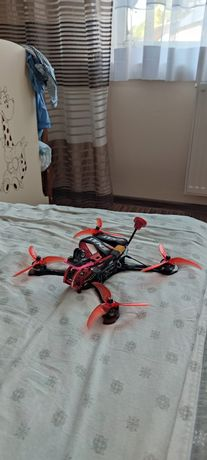 Dron wyścigowy, freestyle emax buzz 4s.
