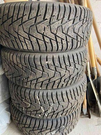 Зимние шины резина б/у Hankook Winter i*Pike 215/50 R17 - Почти новые