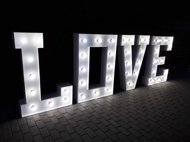 Napis LOVE podświetlany