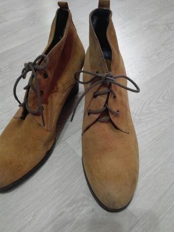 Продам осенние замшевые ботиночки.
