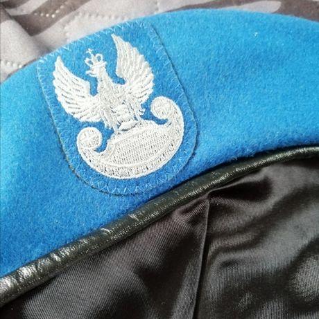 Beret wojskowy niebieski z orłem wyszywanym