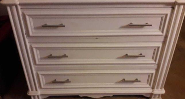 Comoda de madeira maciça pintada de branco
