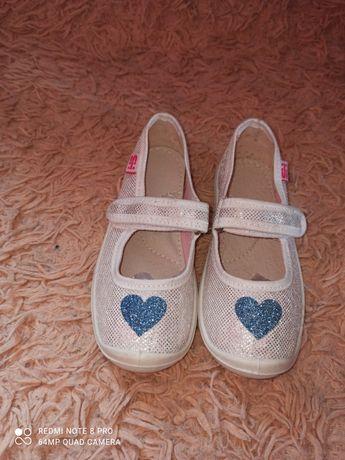 Дитяче взуття на дівчинку та хлопчика