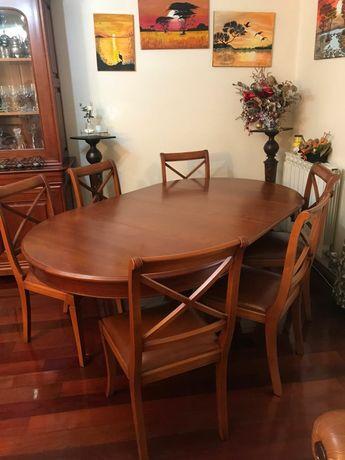Mesa de sala de jantar extensivel em cerejeira e 6 cadeiras