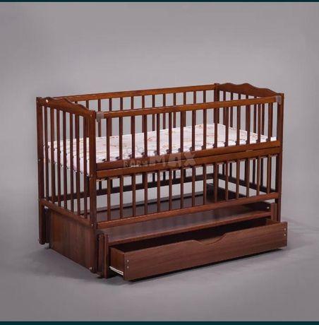 Кроватка с маятниковым механизмом +кокосовый матрас.