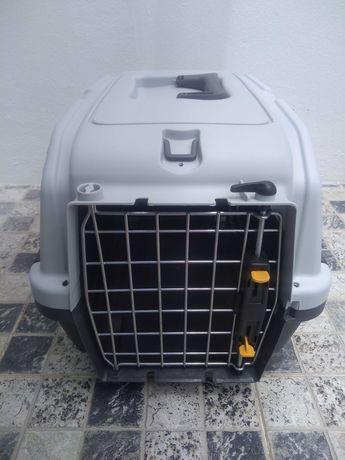 Caixa de transporte para cão ou gato.