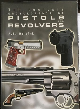 Livro The Complete Encyclopedia of Pistols and Revolvers